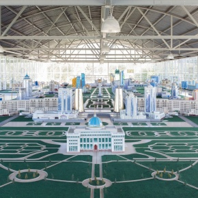 2030: Birthday of a Metropolis / Filippo Venturi